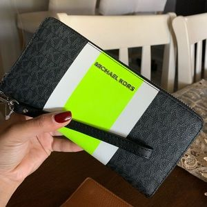Full size MK wallet 🎄